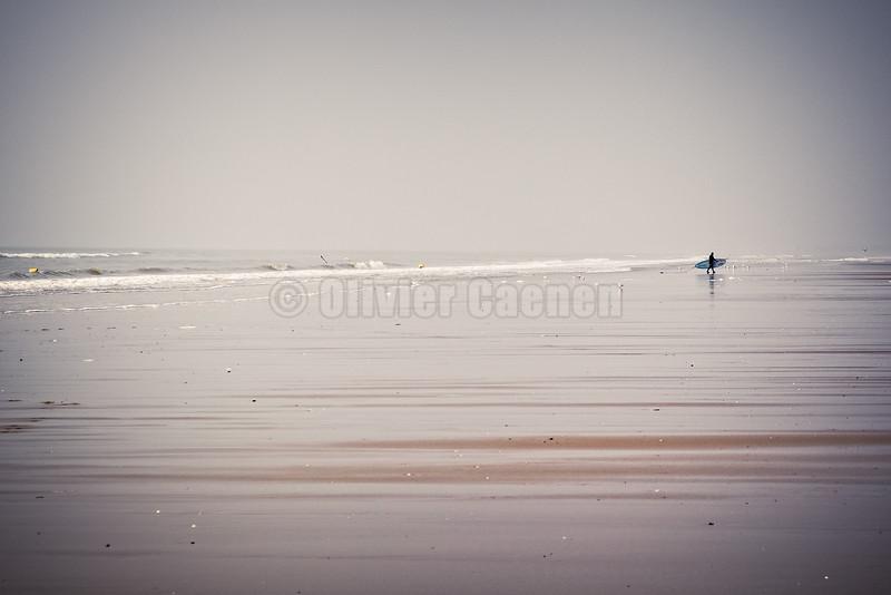 Surfeur solitaire © 2016 Olivier Caenen, tous droits reserves