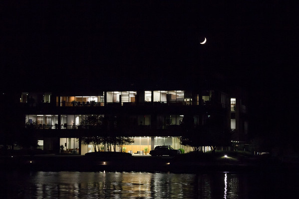 A Office Building on Lake Woodlands