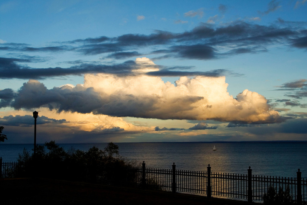 A Duluth sunset from the east.  Taken from the rose garden of Duluth, MN.