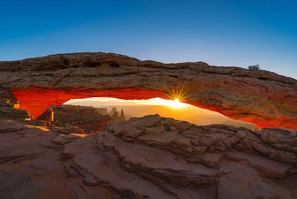 Sunrise in the Arch