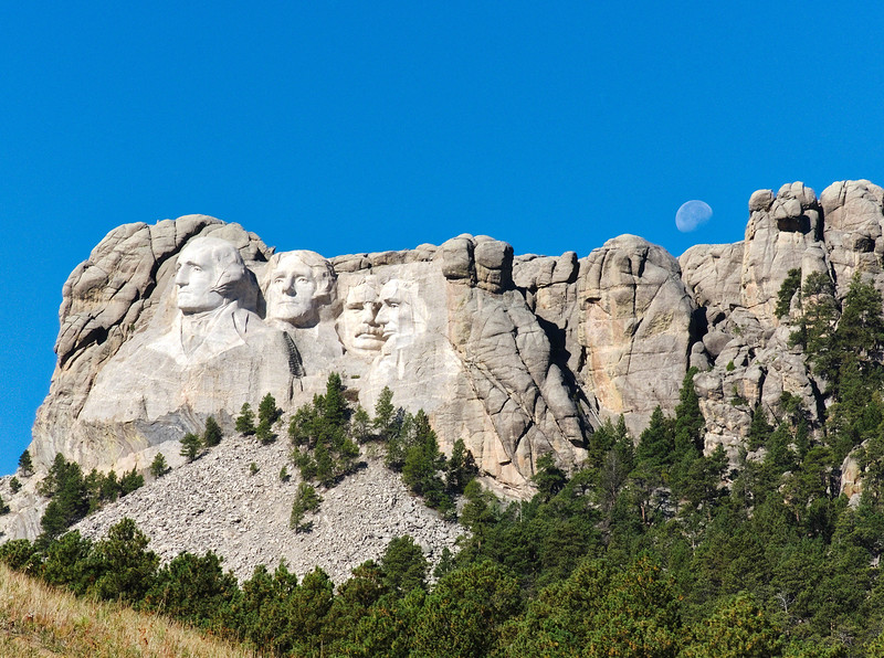 Moon rise over Mount Rushmore