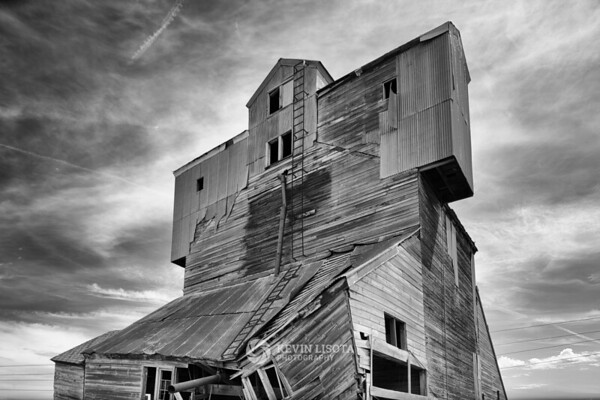 Dilapidated grain barn in the Palouse