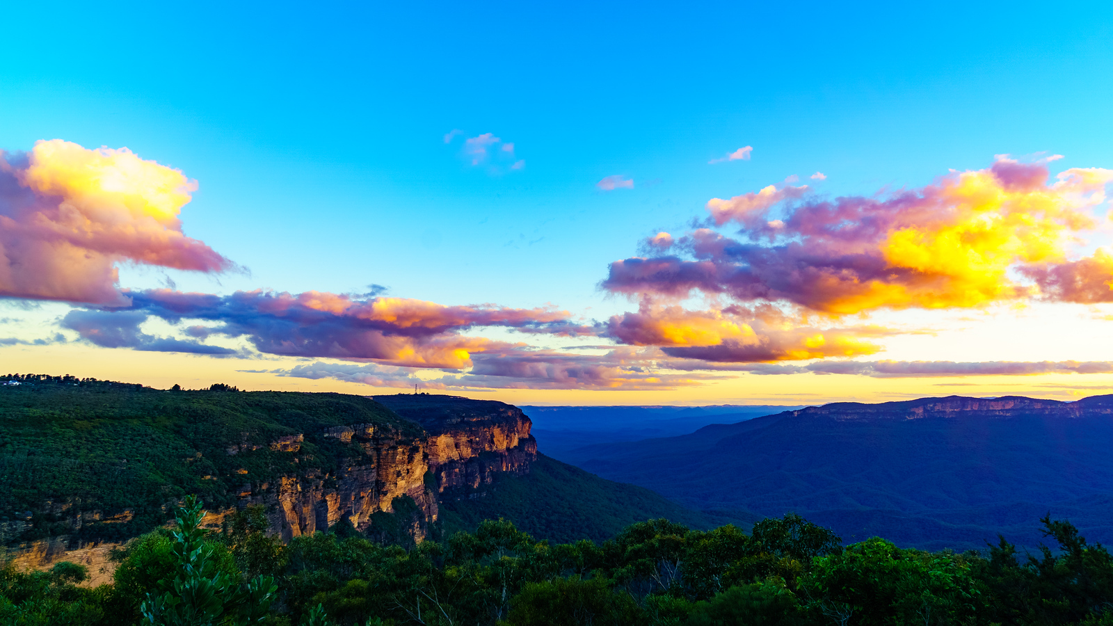 Sunset over Blue Mountains