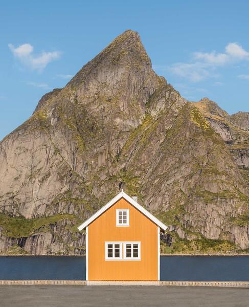 Yellow hut, Sakrisøy