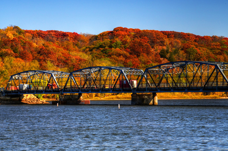 Stillwater Lift Bridge, Fall