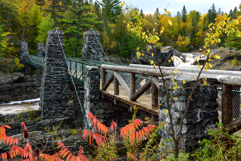 The Swinging Bridge in Jay Cooke State Park 01