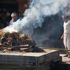 A cremation at the ghats beside the Bagmati River (tributary of the Ganges) at Pasupatinath in Kathmandu. / Kathmandu, Nepal