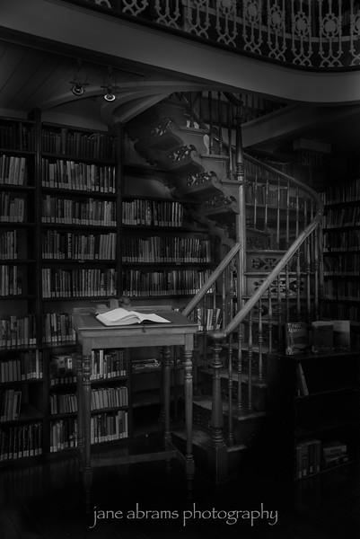 Maison de la Littérature Library