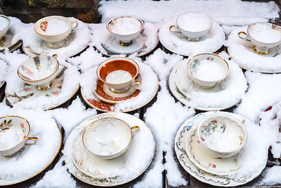 I've walked by this display of tea sets before, outside a tiny shop in Camden Passage. On this snowy day they were on a table outside the store, as usual.