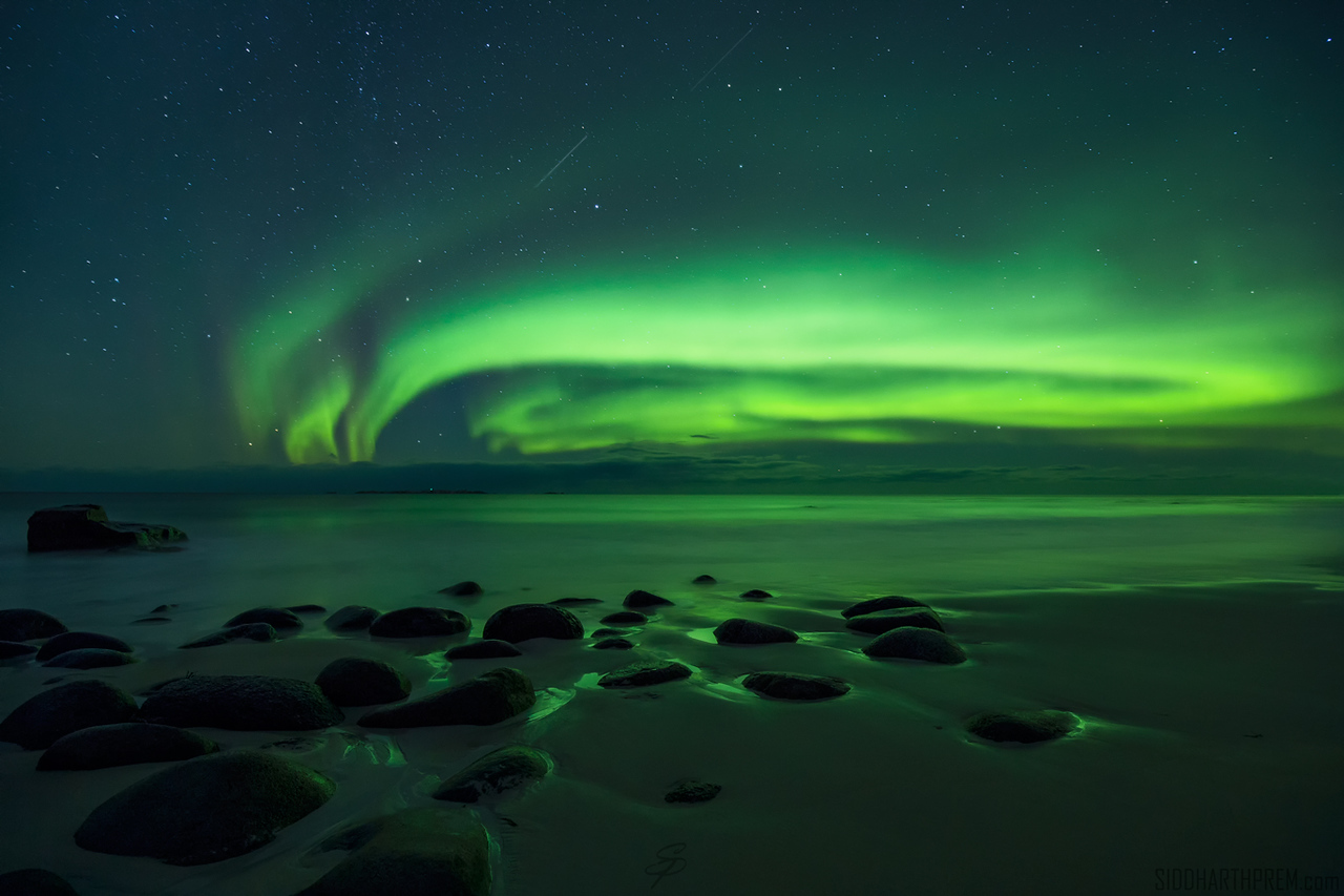 northern lights satellite shooting star aurora starry sky astrophotography night long exposure