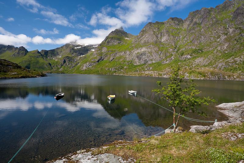 Lake Agvatnet, Ä, Lofoten.