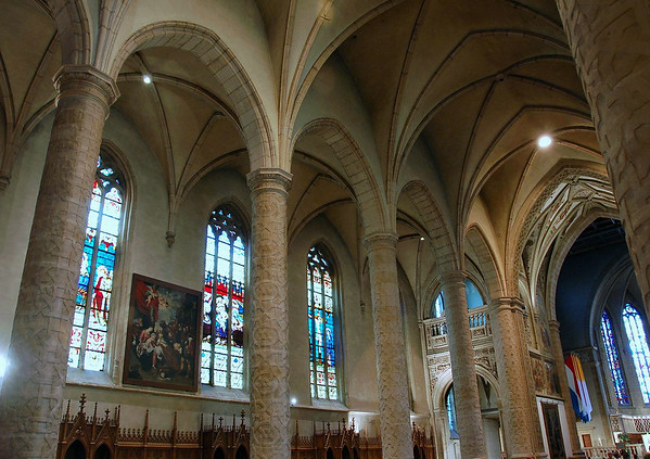 Down the main nave lined with arched columns and a quadripartite rib vault - Church of Our Lady - Notre Dame Cathedral of Luxembourg
