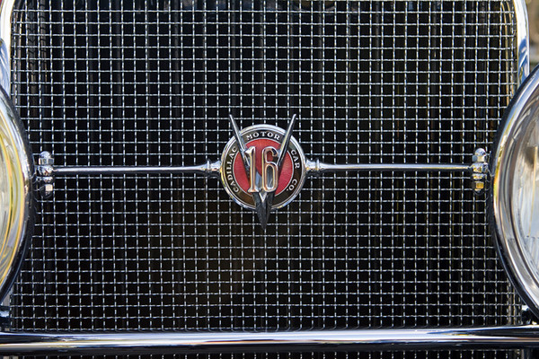 V16 Grill Detail