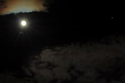 The September 2010 full moon and Jupiter