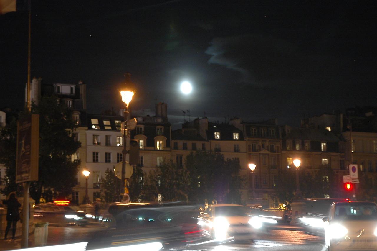 September 2012 full moon over Paris