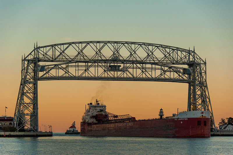 CSL Laurentien arriving in Duluth at dusk