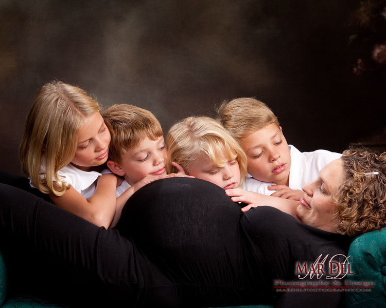 maternity picture with kids