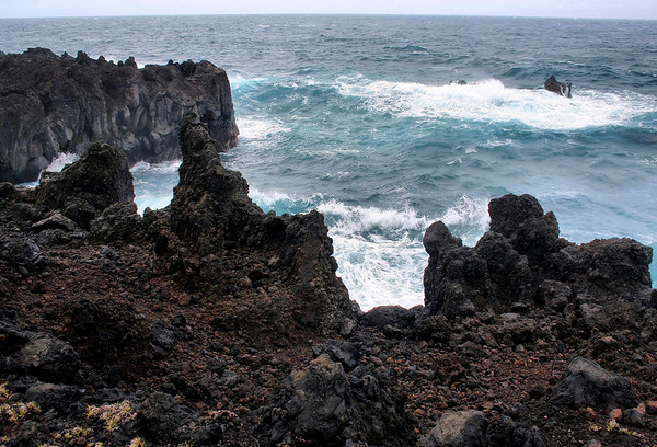 Extrusive igneous rock at Pukaulua Point - the northern point of Pa'iloa Bay - Northeast island region