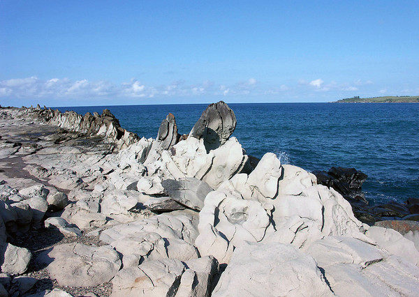 Dragons Teeth at Oneloa Bay - across to Lipoa Point - West Maui region