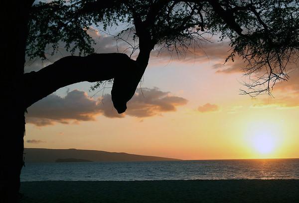 Sunset From Makena Beach State Park - South Island region - to Molokini Crater and Koho'alawe Island (uninhabited)