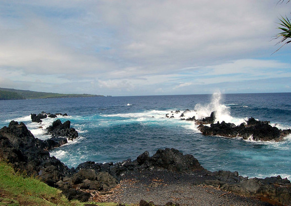 From the waves breaking on the volcanic rock at Opuhano Point - viewing northwest to the distal Pauwalu Point and the adjacent small rock island islet of Makumana - Northeast island region