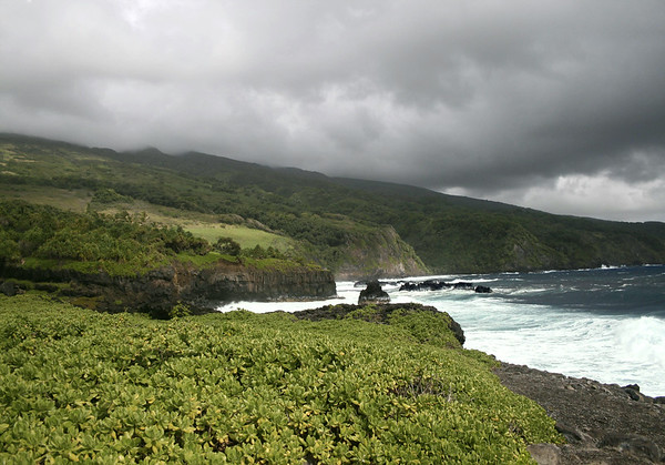 Kuloa Point (covered with Naupaka, a coastal shrub, also called Sea Lettuce) - the confluence of the 'Ohe'o Gulch and the Pacific Ocean - with the southeastern flank (slope) of Mauna Haleakala (volcano) along the cloud level - Southeast island region