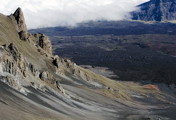 From the igneous rock slope of Kilohana Peak - down to the Ko'olau Gap (the north gap of the Haleakala Crater) - Upcountry region