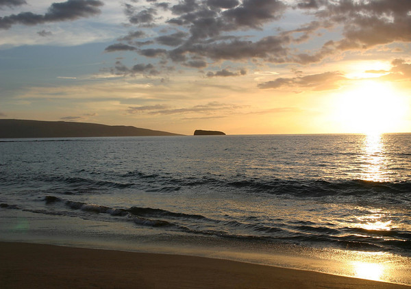 Sunset upon the Molokini Crater and the northern flank of Koho'alawe Island (uninhabited) - from Makena Beach - South Island region