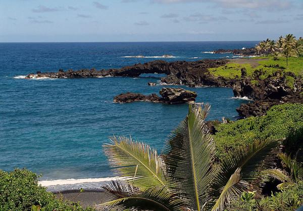 Volcanic rock sea arch - at Pa'iloa Bay - Wai'anapanapa State Park - Northeast island region