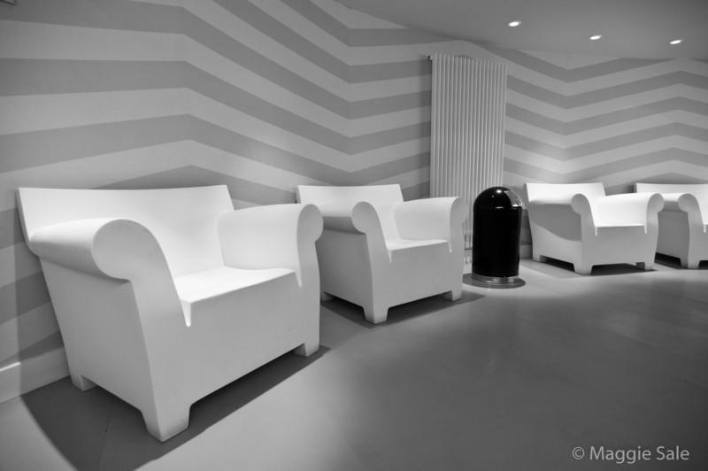 Seating in Rotunda Bar Ladies Room