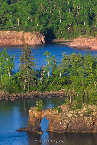 S.3270 - Baptism River flowing into Lake Superior, from Shovel Point, Tettegouche State Park, MN.