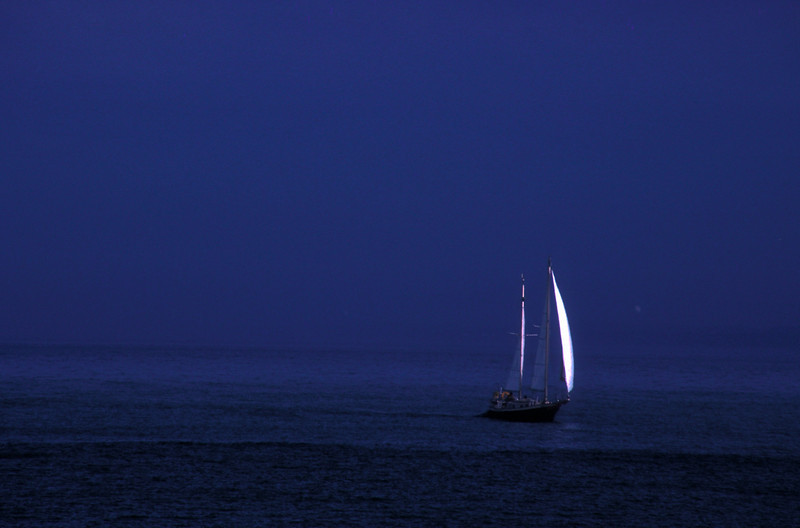 ColinRuggieroPhoto_Sailboat_on_Dark_Seas