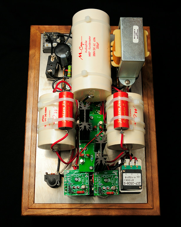 Bottlehead Crack Headphone Amplifier 1/ 8s, at f/8 || E.Comp:0 || 40mm || WB: FLASH 0. || ISO: 400 || Tone:  || Sharp:  || Camera: NIKON D700on: 2014:07:10 22:02:01