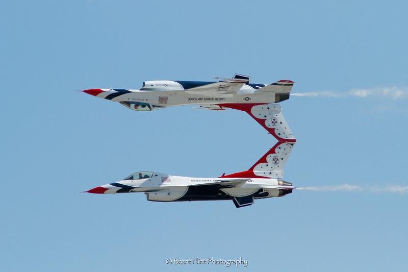 DF.2978 - USAF Thunderbirds F-16, 2014 Skyfest, Fairchild AFB, WA.