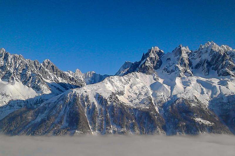 La chaîne du Mont Blanc prise avec un natel à 25 balles !