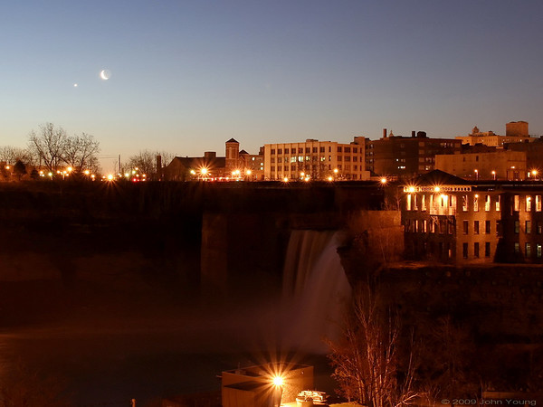 Rochester Moonrise, April 22, 2009