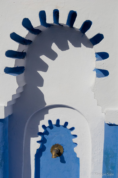 Another brief sunny break on our second morning in Chefchaouen - water fountain in the main square.