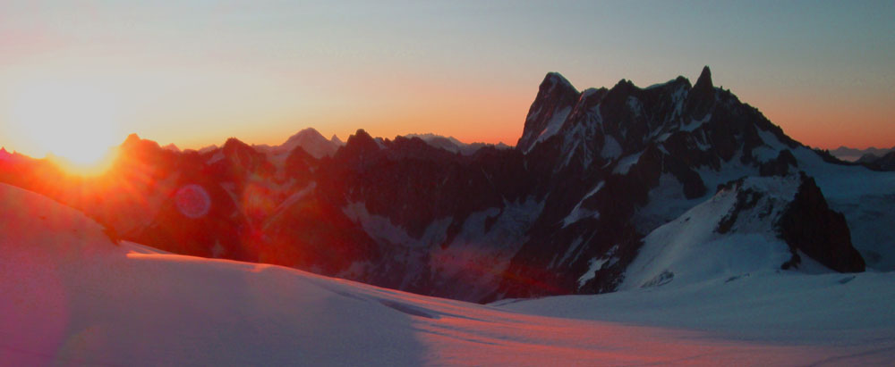 Col du Midi dawn However the views make it all worthwhile. After descending the 3 Monts Route we stayed the night in the Cosmiques alpine hut, in the Col du Midi. This is the newest, most luxurious of the alpine huts. This was the view at dawn.