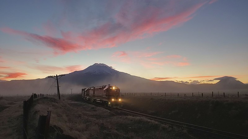 Sunrise along the spur line, Mt. Shasta, 16-November-2020