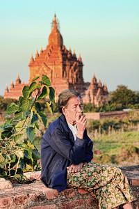 Smoking Grandma, Bagan (Pagan)