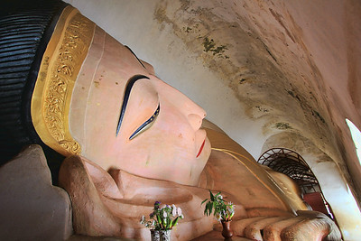Reclining Buddha, Manuha Paya, Myinkaba, Bagan