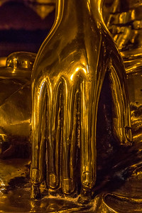 The golden hand of Buddha