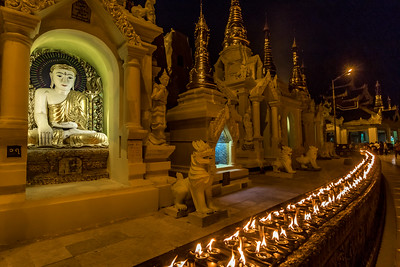 Night scene at the Shwedagon Pagoda