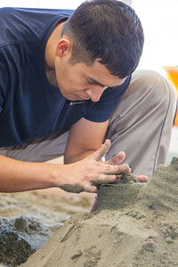Luis Arauz participated in a promotional sand castle building competition during the spring semester in the Lola Tilly Commons.  Filename: LIF-12-3329-42.jpg