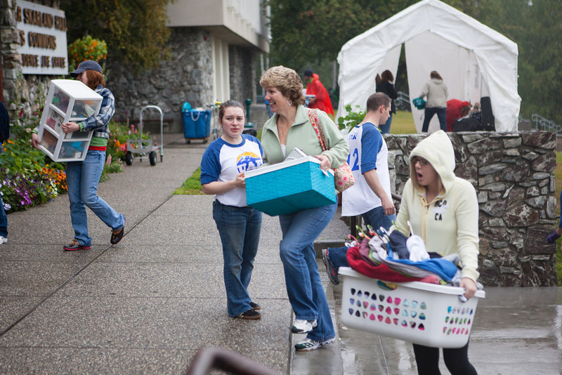 """Amy Culver Bell, center, helps carry the personal belongings of daughter Sheridan Culver to the Moore, Bartlett and Skarland dormitory complex Sunday, August 26, 2012 during the first day of orientation.  <div class=""""ss-paypal-button"""">Filename: LIF-12-3511-35.jpg</div><div class=""""ss-paypal-button-end"""" style=""""""""></div>"""
