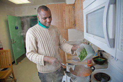 Peter Ikewun, a petroleum engineeering graduate student from Nigeria, prepares a traditional African soup in his communal Wickersham Hall kitchen.  Filename: LIF-12-3268-115.jpg