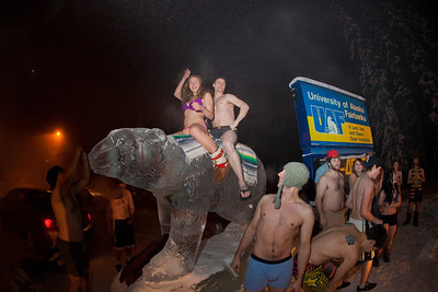 A group of hardy UAF students join the 40°below club by posing in their shorts or swimsuits by the time & temperature sign at an extreme temperature of 40° below or colder.  Filename: LIF-12-3269-27.jpg