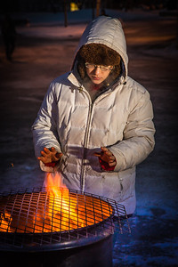 Sarah Azrael takes her turn at the Honors Program homeless vigil Friday morning while the temperature hovered around -20°.  Filename: LIF-12-3653-54.jpg