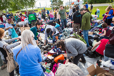 Hundreds of participants rummage through various items during UAF's Really Free Market.  Filename: LIF-16-4909-11.jpg