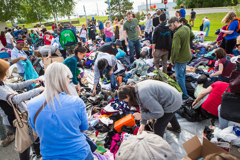 """Hundreds of participants rummage through various items during UAF's Really Free Market.  <div class=""""ss-paypal-button"""">Filename: LIF-16-4909-11.jpg</div><div class=""""ss-paypal-button-end""""></div>"""